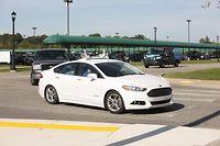 Quatre Ford bardées de capteurs ont commencé à prendre des clients Uber avec deux techniciens à bord à Pittsburgh.