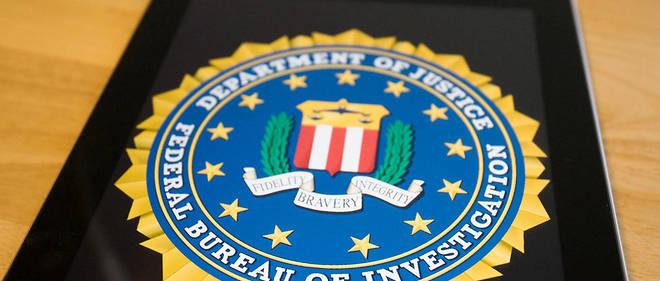 Le directeur du FBI confirme qu'il cache toujours l'objectif de sa webcam.