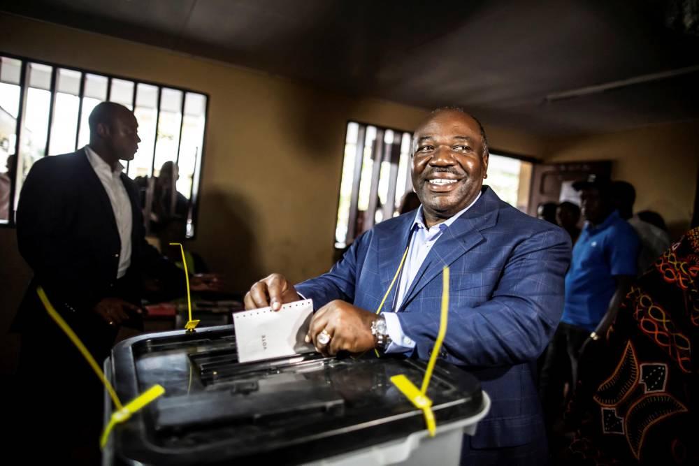 Duel. Jean Ping conteste la victoire de son ex-beau-frère, Ali Bongo (photo), à l'élection du 27 août. © AFP/Marco Longari
