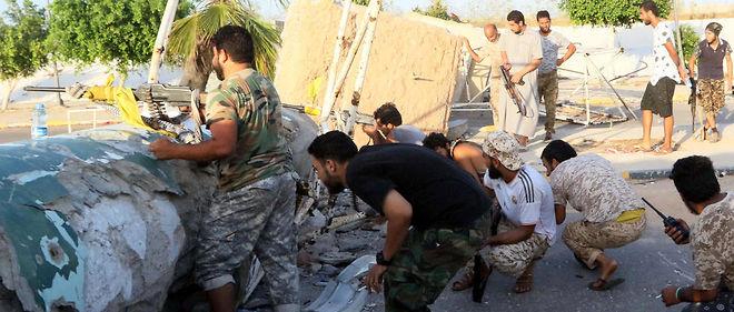 Les membres pro-gouvernementaux tentent de reprendre la ville de Syrte à l'EI.