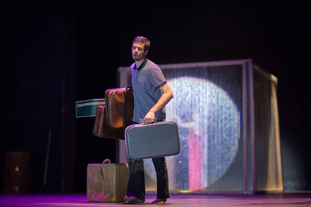 Dans son spectacle Trans, les acteurs se fondent dans l'histoire pour finalement danser les mots et maux de l'Afrique.  ©  Christophe Péan