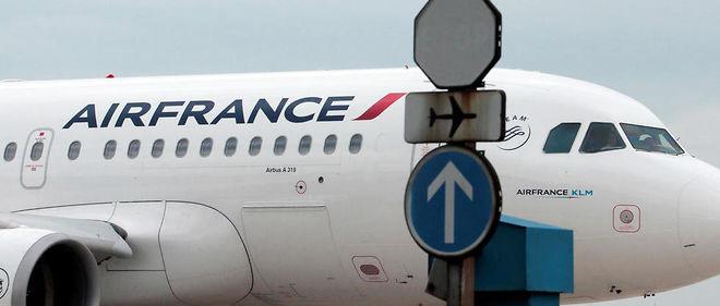 """Le Canard enchaîné a enquêté sur les cas de radicalisation au sein d'Air France. La compagnie assure que les passagers sont en """"sécurité absolue""""."""