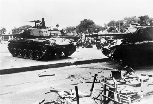Photo prise en octobre 1973 des chars de l'armée Thaï en position dans Bangkok (Thaïlande) lors de la manifestation qui oppose les étudiants et les militaires. Le gouvernement démissionnera le 14 octobre 1973 après avoir tiré sur 400 étudiants ©  AFP/Archives