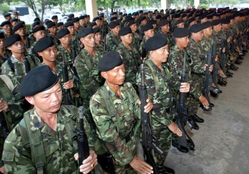 Des soldats thaïlandais à l'aéroport militaire de Bangkok, le 29 septembre 2003 © PORNCHAI KITTIWONGSAKUL AFP/Archives