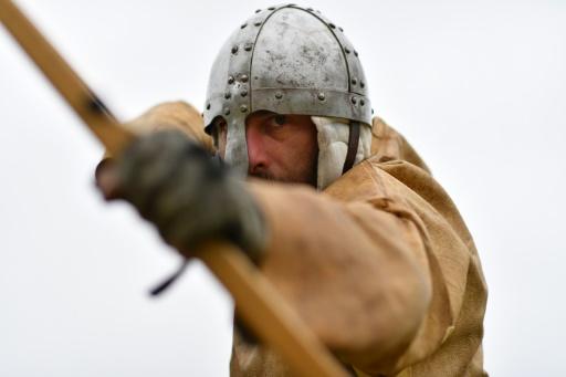 1.000 passionnés ont reconstitué, à l'endroit exact, la bataille d'Hastings, le 15 octobre 2016, à l'abbaye de Battle, dans le sud-ouest de l'Angleterre © BEN STANSALL AFP