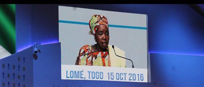 La présidente de la Commission de l'Union africaine Nkosazana Dlamini-Zuma à Lomé, prononçant son discours le 15 octobre lors du Sommet extraordinaire de l'Union africaine sur la sécurité maritime et le développement en Afrique.
