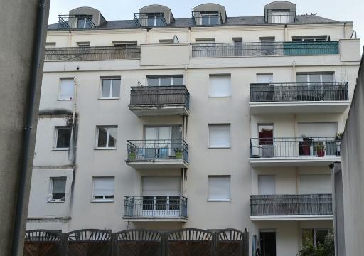 L'immeuble du 25 rue Maillé à Angers, le 16 octobre 2016, où un balcon du 3e étage s'est effondré la nuit précédente, faisant quatre morts © JEAN-FRANCOIS MONIER AFP