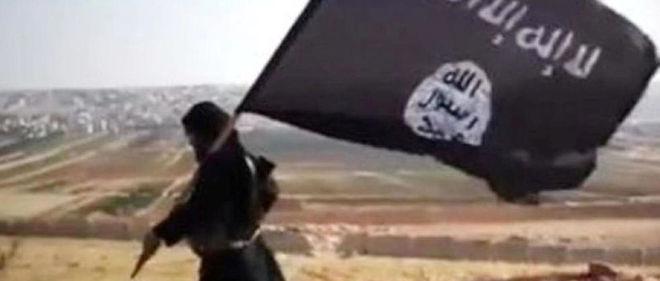 Un ancien legionnaire de 26 ans a mis son experience militaire au service du drapeau noir de Daech (capture d'ecran d'un spot de propagande djihadiste).