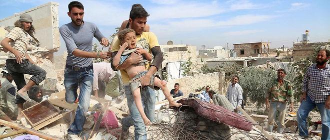 Les Occidentaux et les organisations de défense des droits de l'homme dénoncent depuis des semaines les bombardements sur Alep, accusant la Russie d'avoir visé des civils.