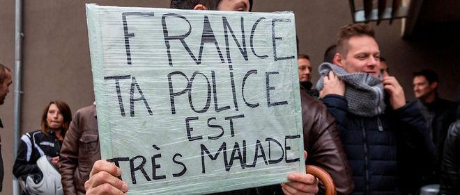 Des policiers manifestent à Strasbourg le 13 octobre 2015.