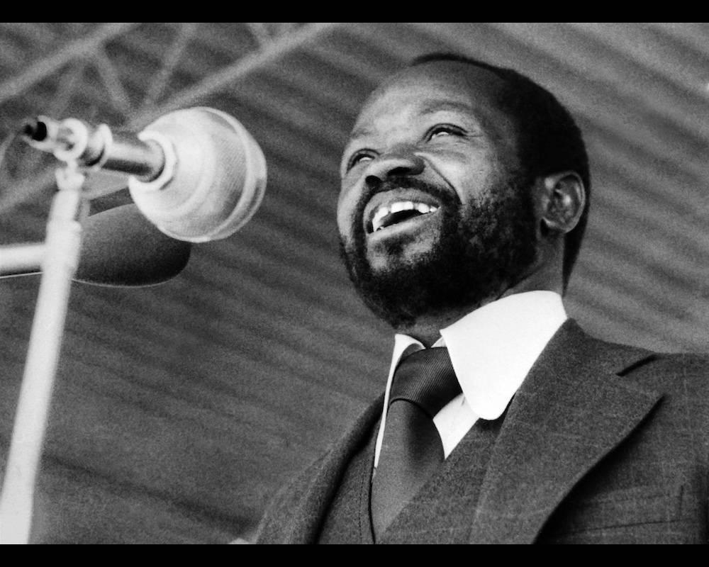 Samora Machel le 25 juin 1976 au stade de Maputo pour la célébration du premier anniversaire de l'indépendance du Mozambique.  © - AFP