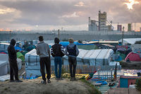 Réfugiés sur une colline dominant la