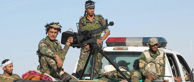 Des combattants chiites de la mobilisation populaire sur la route de Mossoul, le 20 octobre 2016.