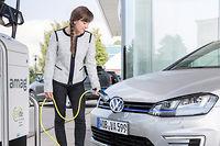 Séduisantes. Les hybrides rechargeables, qui carburent pour la plupart à l'essence et profitent d'une aide à l'achat de 1000euros, vont augmenter leur pouvoir d'attraction auprès des entreprises.