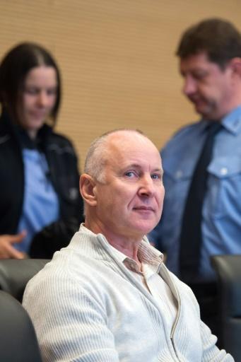 Detlev Günzel attend le début de son procès en appel le 1er novembre 2016, au tribunal de Dresde © Arno Burgi dpa/AFP