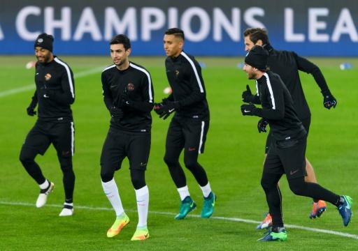 Les joueurs du PSG à l'entraînement, le 31 octobre 2016 à Bâle © FABRICE COFFRINI AFP