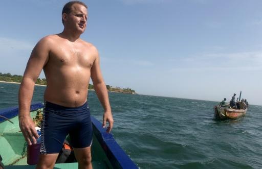 Le nageur britannique Ben Hooper, le 28 octobre 2016 lors d'une séance d'entraînement au large de Dakar © SEYLLOU AFP