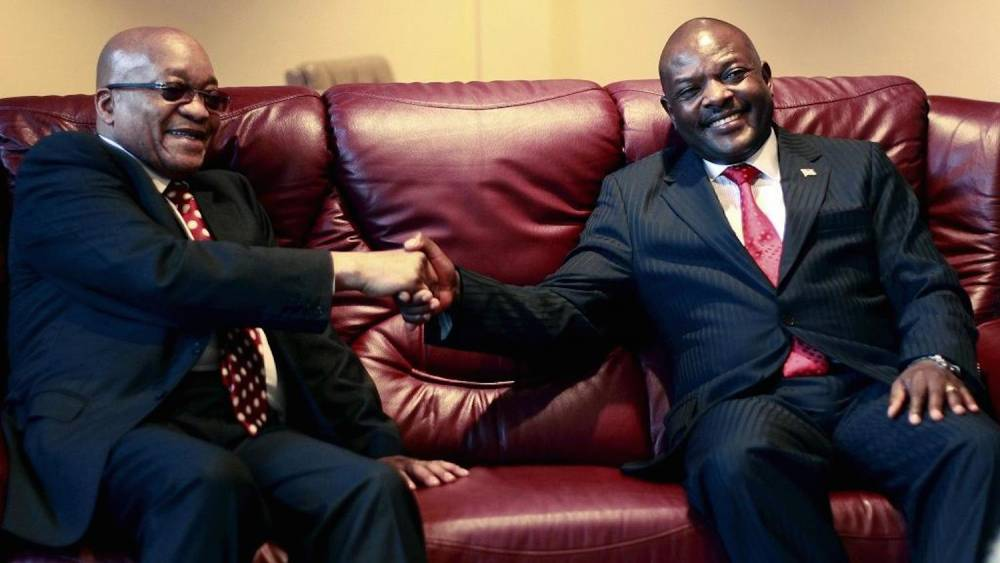 Le président du Burundi Pierre Nkurunziza (à droite) et son homologue sud-africain Jacob Zuma.  ©  REUTERS/Evrard Ngendakumana