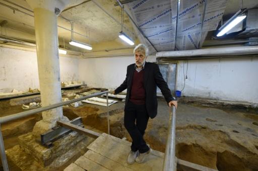 Le directeur de l'Institut d'archéologie de Moscou Nikolaï Makarov sur le site des fouilles sous le Kremlin © Natalia KOLESNIKOVA AFP