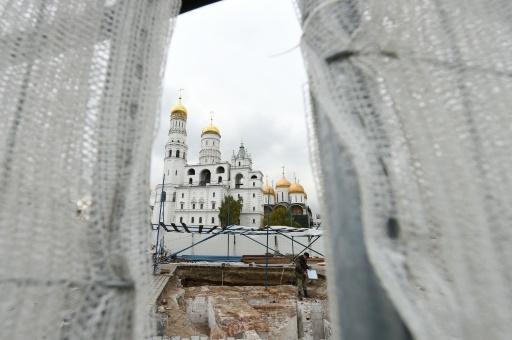 Une vue de l'intérieur du Kremlin sur le site des fouilles  © Natalia KOLESNIKOVA AFP