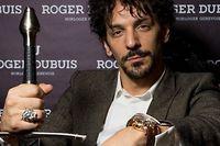 En 2012, Tomer Sisley était devenu l'ambassadeur de la manufacture suisse Roger Dubuis.