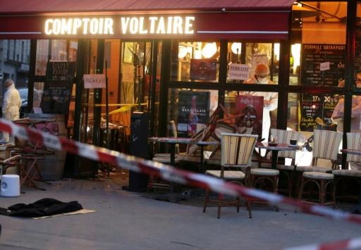 La police scientifique dans le café Comptoir Voltaire à Paris le 14 novembre 2015 après les attentats  © KENZO TRIBOUILLARD AFP/Archives