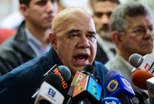 Jesus Torrealba, secrétaire général du MUD s'exprime lors d'une conférence de presse, le 2 novembre 2016 à Caracas © Ronaldo SCHEMIDT AFP
