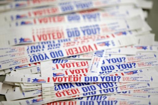 Des bracelets pour les électeurs qui ont déjà voté le 31 octobre 2016 à Chicago © Joshua Lott AFP/Archives
