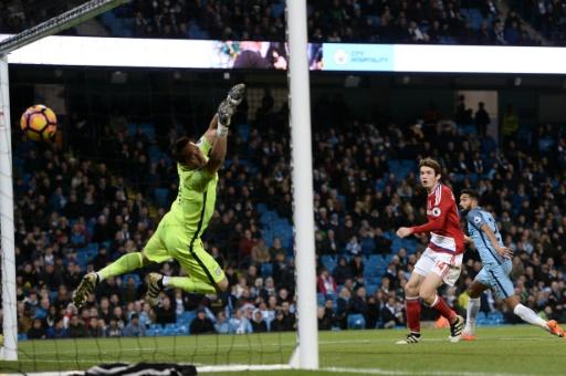 Marten de Roon égalise pour Middlesbrough face à Manchester City, le 5 novembre 2016 à l'Etihad Stadium © OLI SCARFF                           AFP