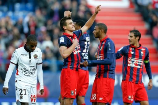L'attaquant de Caen Ivan Santini inscrit le but de la victoire sur penalty face à Nice au stade Michel d'Ornano, le 6 novembre 2016  © CHARLY TRIBALLEAU AFP
