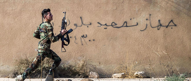 Un soldat Peshmerga, membre de la coalition antidjihadiste lancée par l'armée irakienne aux abords de Mossoul. Image d'illustration.