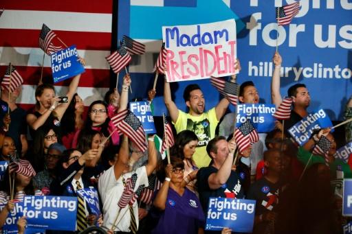 Des partisans de la candidate démocrate Hillary Clinton lors d'un meeting à Miami, le 1er mars 2016, en Floride © RHONA WISE                       AFP/Archives
