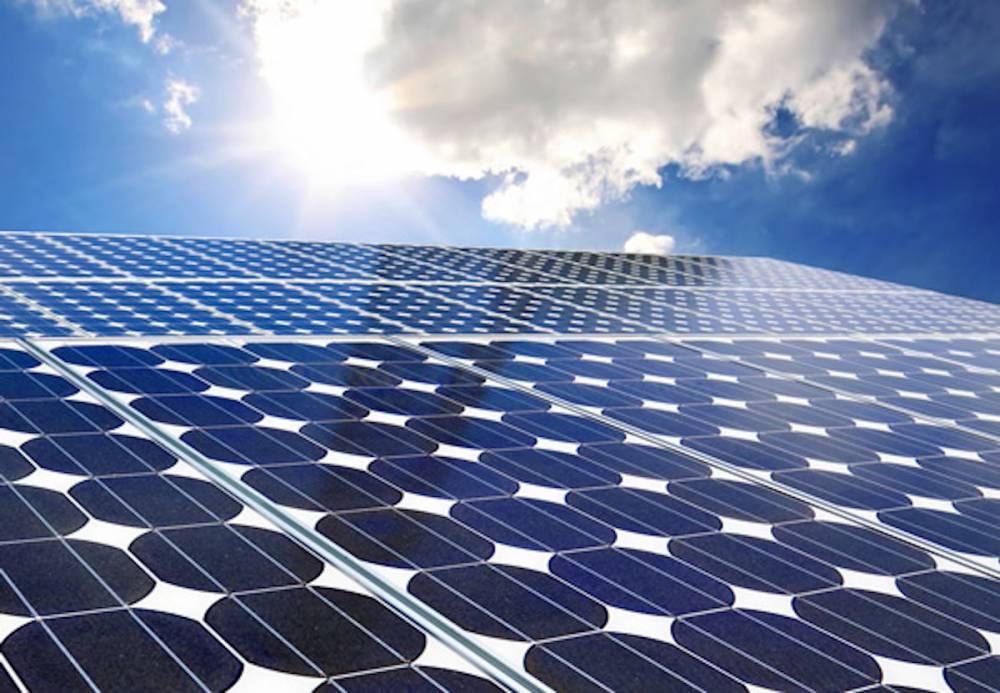 La centrale de Bokhol est constituée de 77.000 panneaux solaires et les tables de panneaux représentent une longueur cumulée de 20 km. ©  DR