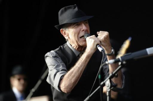 Le chanteur et poète Leonard Cohen chante le 20 juillet 2008 au Festival de Benicassim (Espagne)  © Diego TUSON AFP/Archives