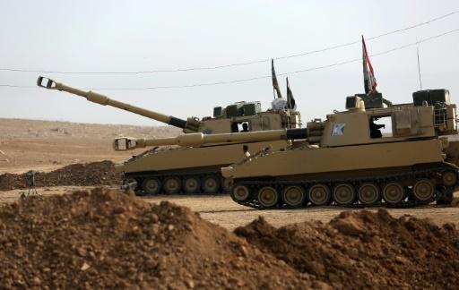 Des chars irakiens se positionnent le 9 novembre 2016 à Arbid près de Mosssoul © AHMAD AL-RUBAYE AFP