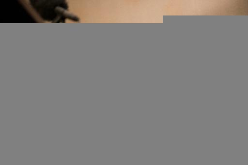 Ilhan Omar, élue à la Chambre des Représentants pour le  Minnesota, fête avec son mari Ahmed Hirisi, sa victoire le 8 novembre 2016 à Minneapolis © STEPHEN MATUREN AFP