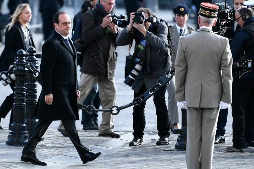 François Hollande à son arrivée sous l'Arc de Triomphe François Holland sous l'Arc de Triomphe le 11 novembre 2016 à Paris  © STEPHANE DE SAKUTIN POOL/AFP