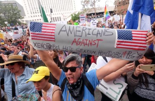 Des manifestants hostiles au président élu Donald Trump à Los Angeles, le 12 novembre 2016  © RINGO CHIU AFP