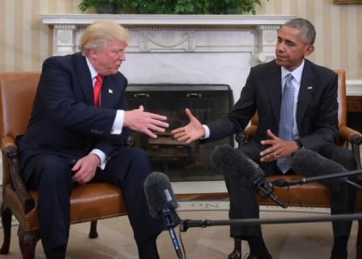 Donald Trump reçu par  Barack Obama dans le bureau ovale de la Maison Blanche le 10 novembre 2016 à Washington © JIM WATSON AFP