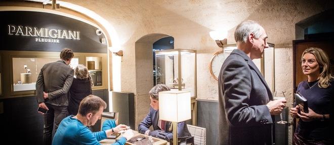 L'espace Parmigiani Fleurier est conçu comme un petit salon intime.