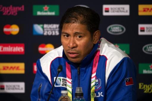 Alama Ieremia, alors entraîneur adjoint des Samoa, en conférence de presse, le 2 octobre 2015 à Milton Keynes (Angleterre) © BERTRAND LANGLOIS AFP
