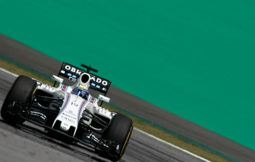 """Le Brésilien Felipe Massa arbore sur l'aileron arrière de sa Williams un """"obrigado""""aux essais pour son dernier GP à domicile, le 11 novembre 2016 à Sao Paulo © Miguel SCHINCARIOL AFP"""
