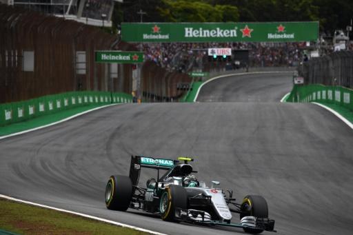 La Mercedes AMG pilotée par Nico Rosberg, lors des qualifications du GP du Brésil, le 12 novembre 2016 © NELSON ALMEIDA AFP