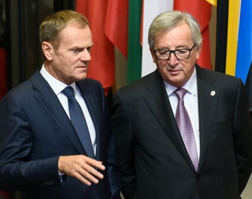 Le président de la Commission européenne, Jean-Claude Juncker (d), et le président du Conseil, Donald Tusk, le 30 octobre 2016 à Bruxelles © JOHN THYS AFP/Archives