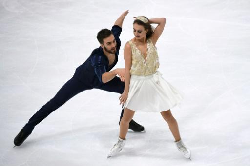 Gabriella Papadakis et Guillaume Cizeron lors du Grand Prix de France de patinage artistique à Paris, le 11 novembre 2016 © LIONEL BONAVENTURE AFP