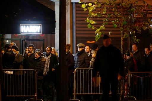 File d'attente devant le Bataclan qui rouvrait ses portes, le 12 novembre 2016, pour un concert de Sting un an après l'attaque qui avait fait 90 morts lors du concert des Eagles of Death Metal le 13 novembre 2015 © FRANCOIS GUILLOT AFP