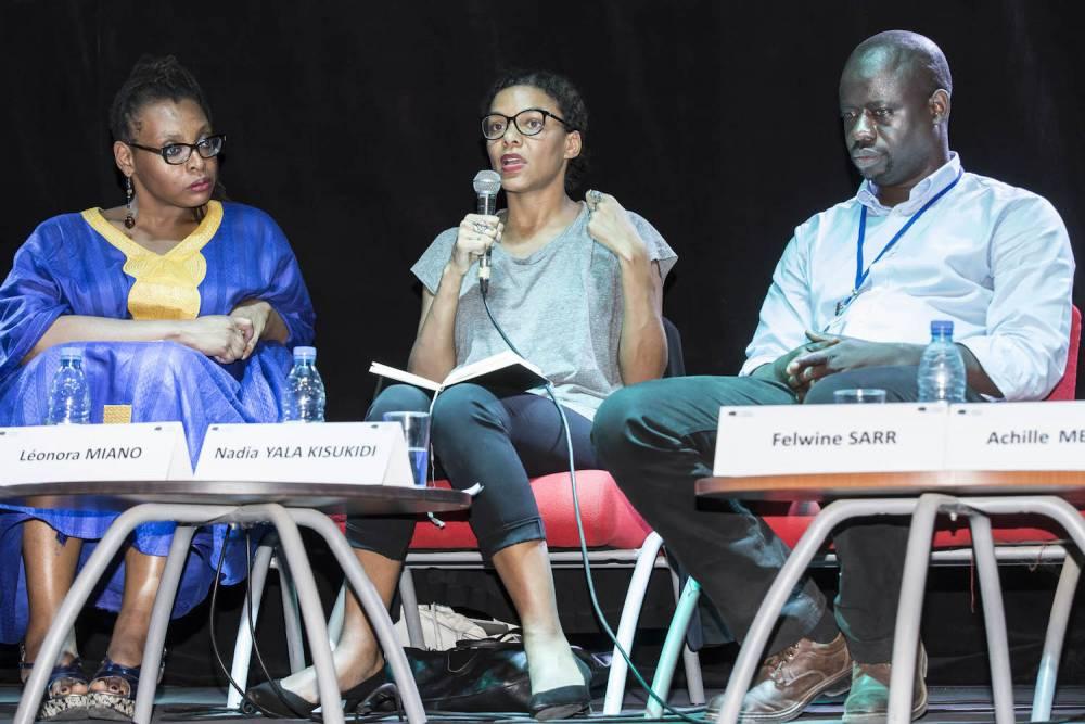 Salle de cinéma de l'institut Français. Panel «  L'Afrique, la condition planétaire ». De gauche à droite : Léonora Miano, Nadia Yala Kisukidi, Felwine Sarr. ©  Antoine Tempé