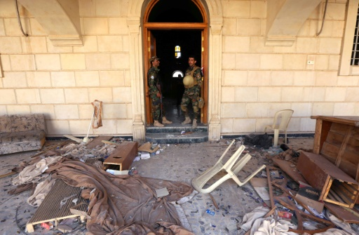 Les forces irakiennes inspectent l'église de l'Immaculée Conception le 30 octobre 2016 à Qaraqosh, reprise au groupe Etat islamique  © SAFIN HAMED AFP/Archives