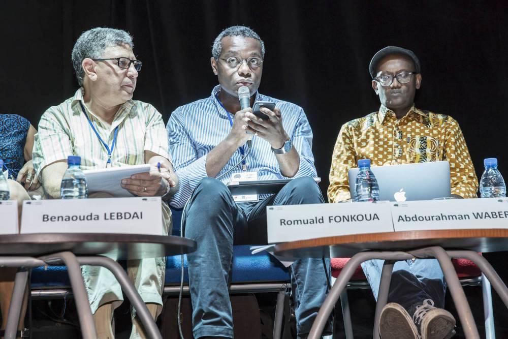 Salle de cinma de l'institut Franais. Panel Ecritures, imaginaires et identits. De gauche droite :Benouada Lebdai, Romuald Fonkoua, Abdourahman Waberi. ©  Antoine Tempé