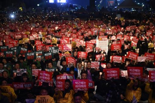 Manifestation pour la démission de la présidente Park Geun-Hye soupçonnée de collusion dans un scandale de corruption, le 19 novembre 2016 à Séoul, en Corée du Sud © JUNG YEON-JE AFP